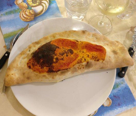 I Due Gabbiani Beach 2015: закрытая пицца calzone