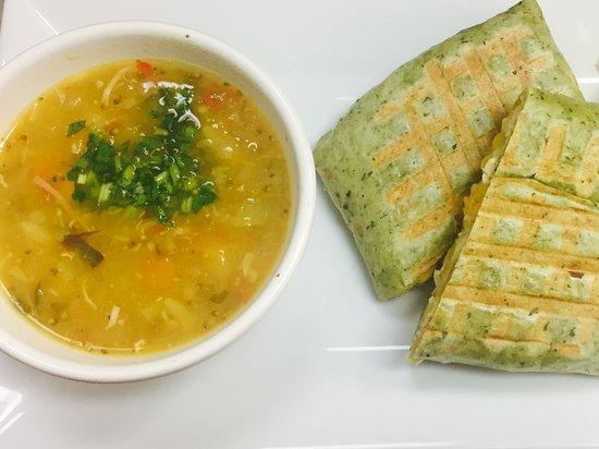 Barista Cafe: Wraps de Pollo a la plancha con Sopa de Pollo con vegetales