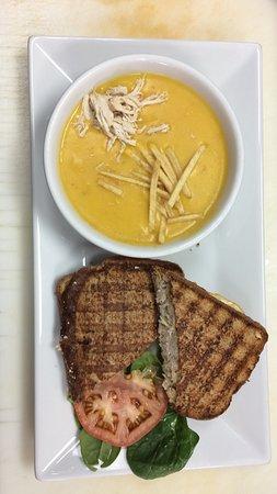 Barista Cafe: Sándwich de pollo + Crema de Calabaza