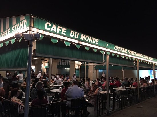 Cafe Du Monde: Even late at night, they're hopping.