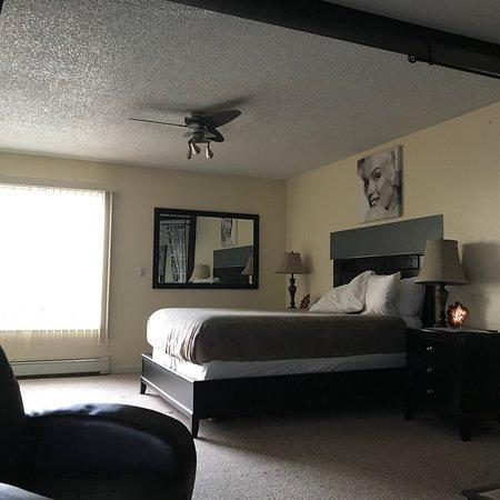 Anchorage Uptown Suites: photo0.jpg