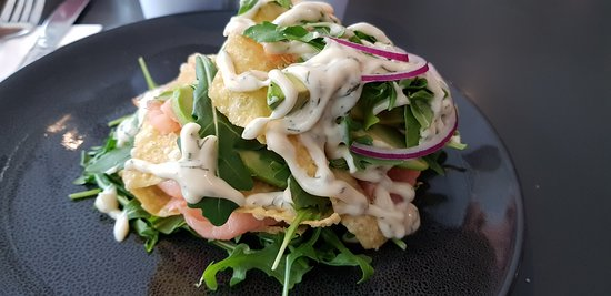 ‪‪Lindfield‬, أستراليا: Smoked Salmon Wonton Stack Salad with avocado, rocket & sweet dill dressing‬