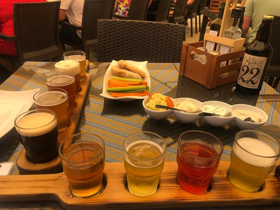 Aphrodite's Rock Brewing Company: Beer and cider tasting paddle with course one of the food