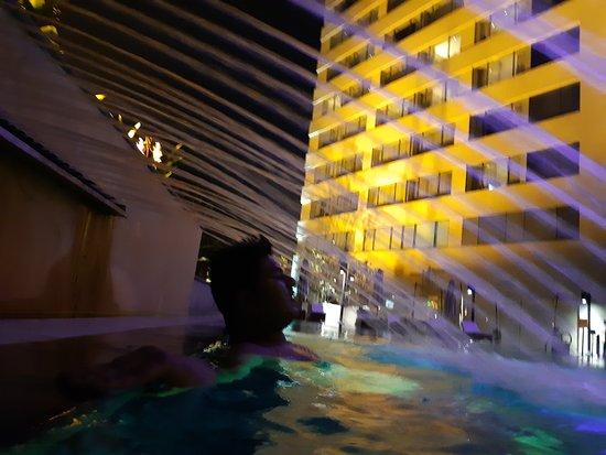 Kochi Marriott Hotel: love the pool
