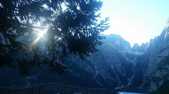 Trentino Dolomites, Italia: Panorama mozzafiato sulle Dolomiti del Brenta