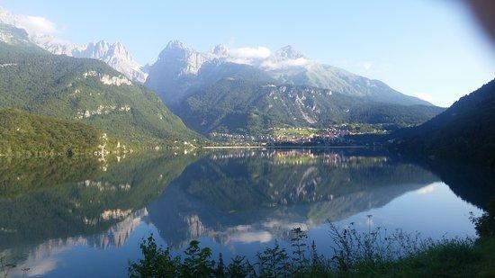 Trentino Dolomites, Italia: Lago di Molveno:un incanto