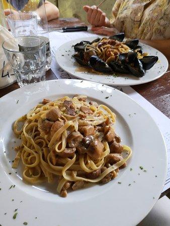 Antica Birreria Moretti: Fettuccine ai porcini e Spaghetti ricci cozze e vongole