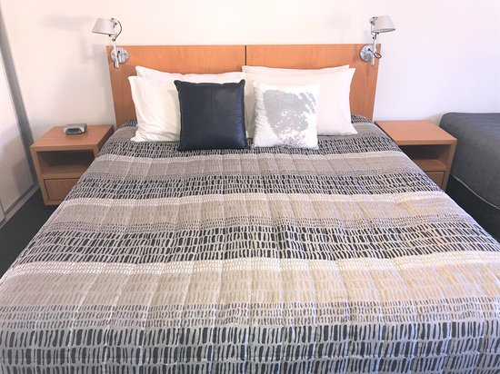 Culburra Beach Motel: KING Bed