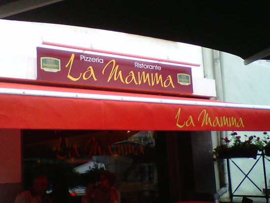 La Mamma: Restaurant entrance