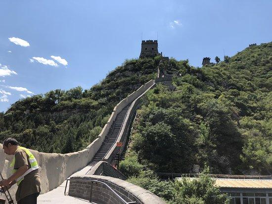 The Great Wall at Badaling: החומה במבט מלמטה