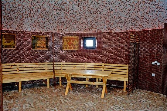 Baytur Resort: Уникальная парилка до 150 градусов. — Душ и ведра для обливания наполненные горной родниковой во