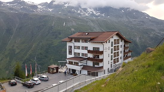 Nice hotel for a motorcycle trip in the summer
