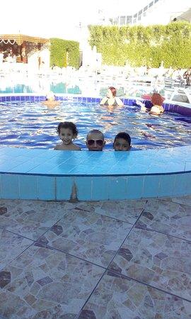 Falcon Naama Star: حمام سباحة بمياه دافئة ممتع