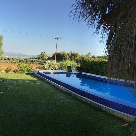 Extremely good villa with a fabulous pool