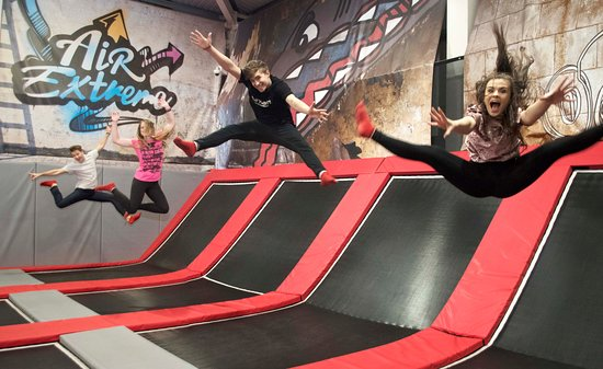 Barnstaple, UK: The Freestyle area is our main area of the trampoline park, filled with interconnected trampolin