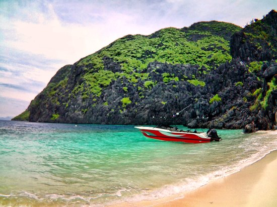 "El Nido Yachting Club: the speedboat ""Seaduction"""