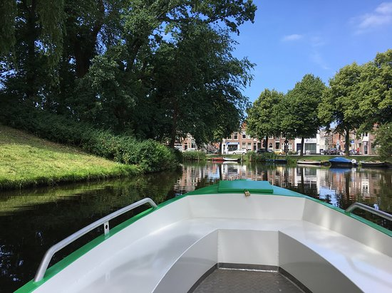 Greenjoy: Sail along the historic canals of Alkmaar, like the lovely Geestersingel.