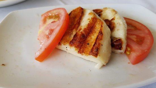Vrachos Seafood Restaurant: Τυρι ψημμενο πολυ ωραια σερβιιισμενο