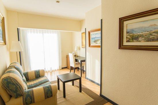 JM Puerto Rosario: Pequeño salón de una de las habitaciones del Hotel JM Puerto del Rosario