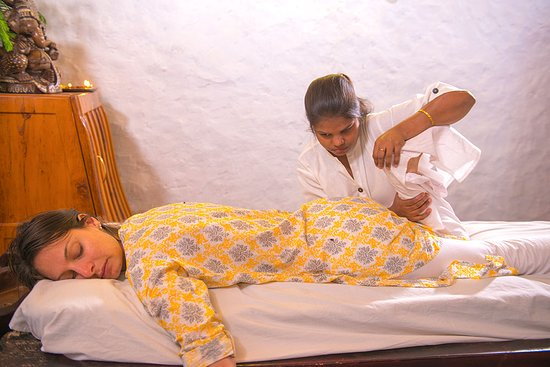 Open Eyes Project: Daily massage from blind women therapists