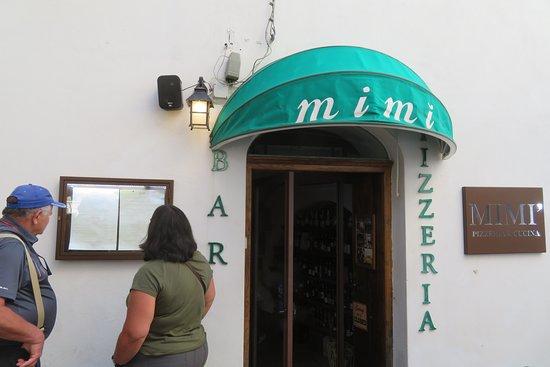 Mimì Ristorante Pizzeria: Checking out the menu