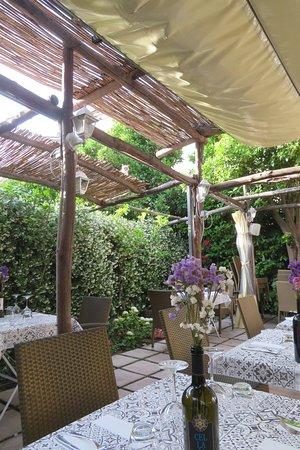 Mimì Ristorante Pizzeria: Lovely setting