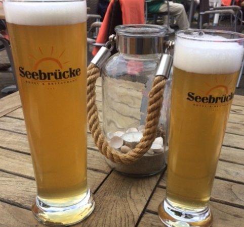 Hotel & Restaurant Seebruecke: Das erste Bier nach der Ankunft schmeckt am besten!