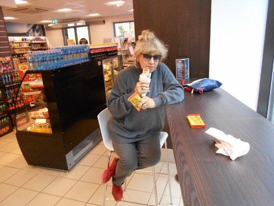 Frukost Midsommardagen på Circle K i Smiltene.