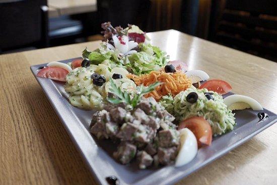 Brasserie La Nouvelle Poste: Salade de pot au feu !  Bon appétit !