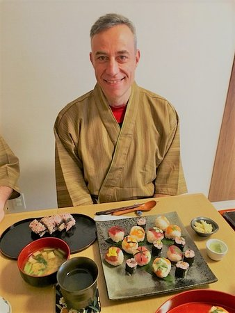 Cooking Class Japan Cross Bridge: sushi with guest!