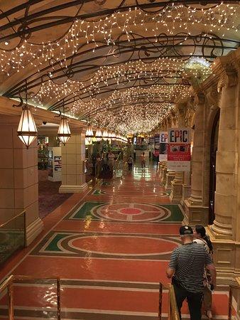 Eldorado Resort Casino: lobby hallway
