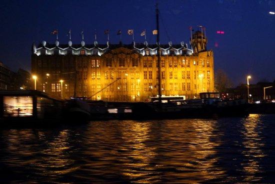 Amsterdam Canal Cruises: Legal