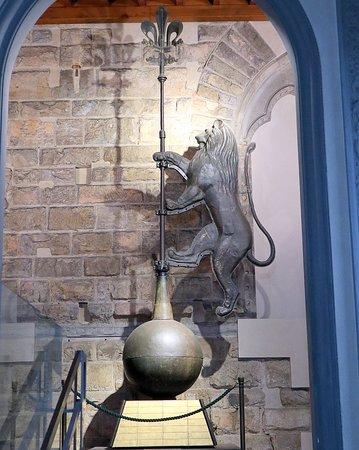 Mus.e Firenze: アルノルフォの塔の先に取り付けられているライオンの像