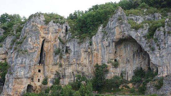 Chemin de Halage: Caminhos encravados na pedra