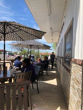 Cushing, OK: Outdoor Seating