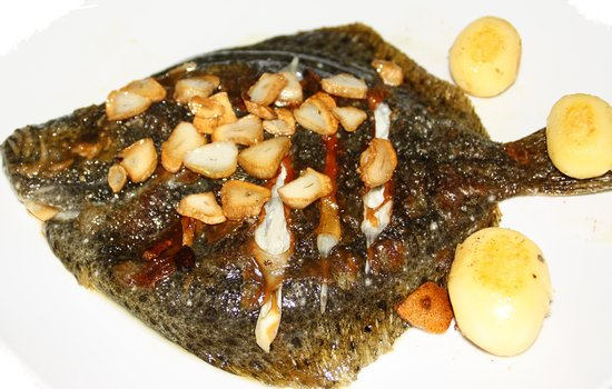 Els Pins Restaurant: rodaballo con refrito de ajo