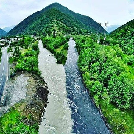 Gruzie: confluence of white and black Aragvi rivers