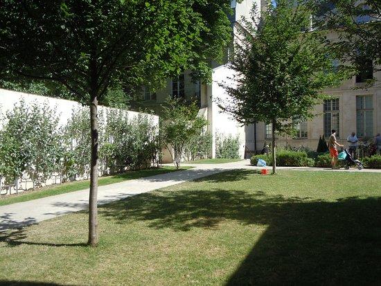 Jardin des Rosiers - Joseph-Migneret: Vue du jardin