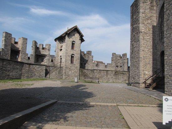Gravensteen Castle - The inner courtyard - No. 1
