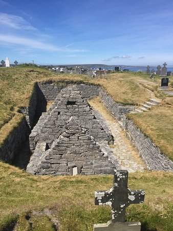 Inis Oírr Island and Cliffs of Moher Cruise from Doolin: The Church Ruins in the Graveyard