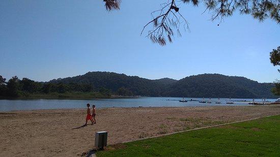 Ölüdeniz Plajı: Голубая Лагуна со стороны отелей
