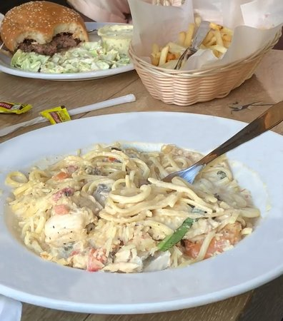 Paia Fish Market: Seafood pasta and hamburger with fries