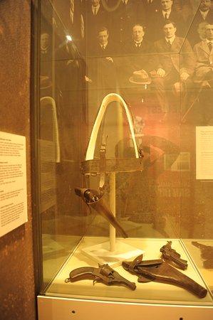 Galway City Museum: Револьверы