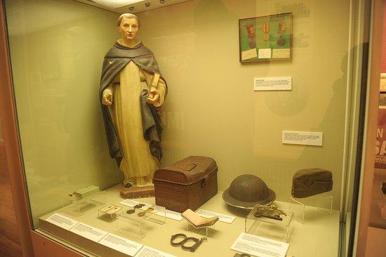 Galway City Museum: Витрина исторической части экспозиции
