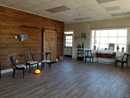 Serenity Salt Cave & Healing Center: Retail and waiting room area