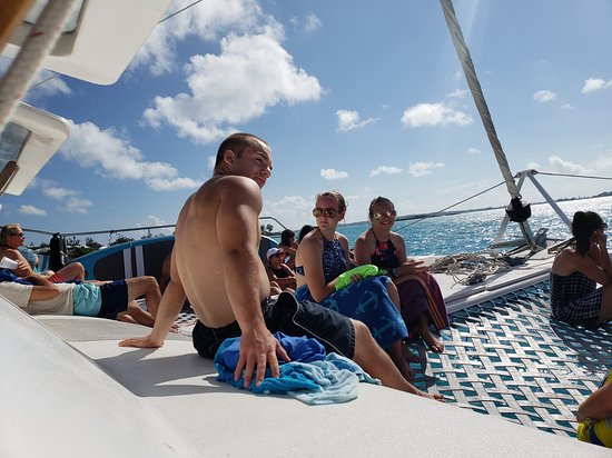Bermuda Catamaran Sail and Snorkel Tour: chilling on route