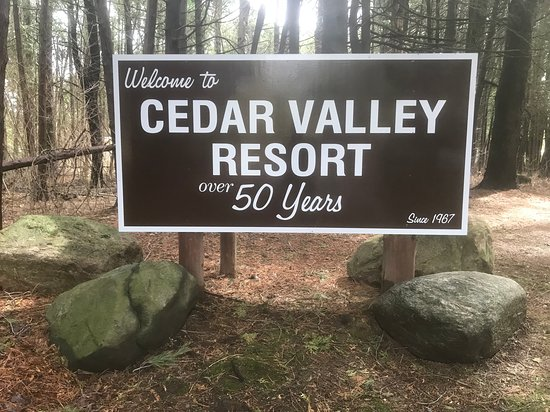 Cedar Valley Resort: We welcome you to stay with us