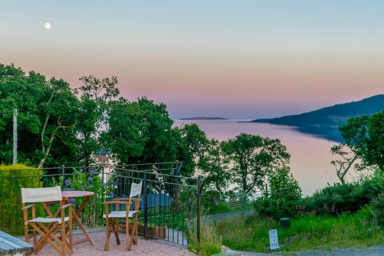 Tighnabruaich, UK: Evening view from the patio