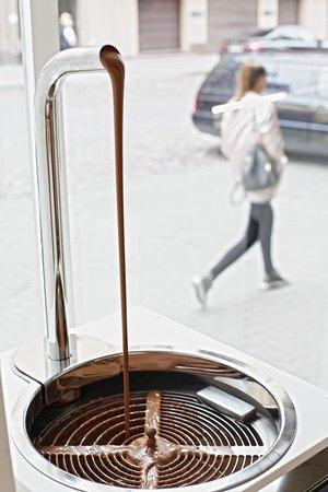 Emils Gustavs: Chocolate machine