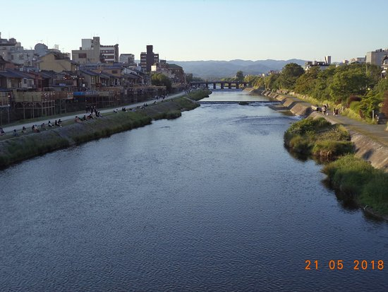 Gion: Ponto-cho houses - terraces with river view